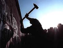 Sledgehammers at the Berlin Wall